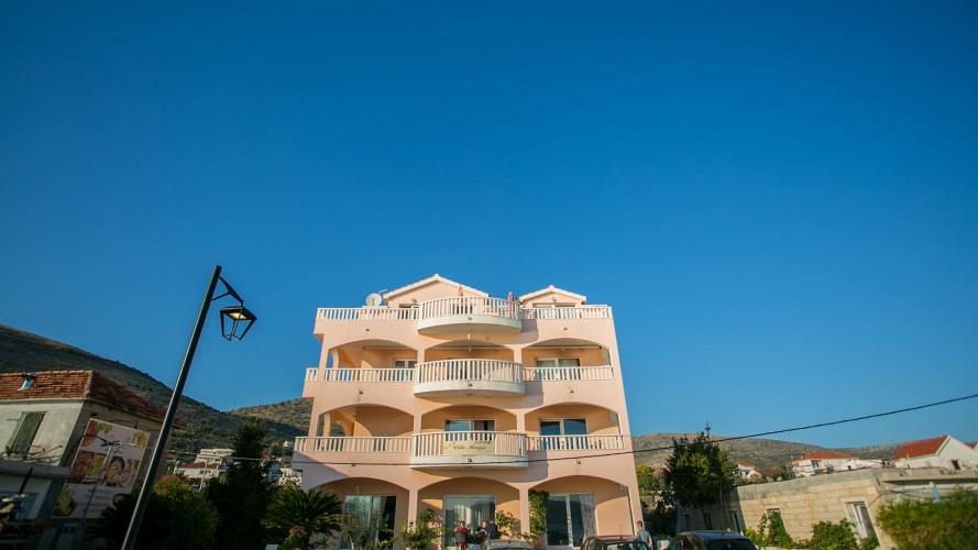apartments-kaja-beach-seget-donji