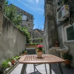 room-mendi-patio-trogir-2pax