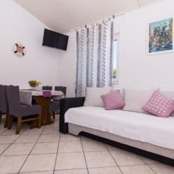 apartment for 4 lovric okrug gornji 11