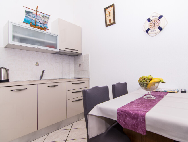 apartment for 4 lovric okrug gornji 12