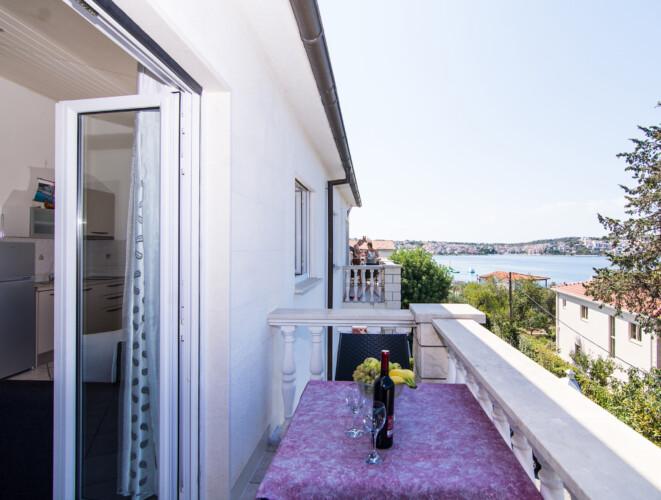 apartment for 4 lovric okrug gornji 4