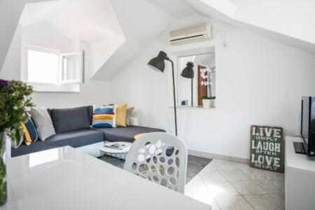 ivanka apartment oldtowntrogir 4pax 5