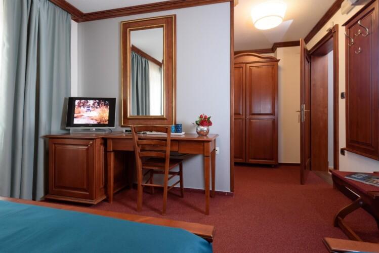 triple room meri trogir center 3pax 8