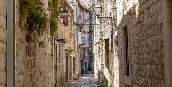 narrow streets trogir croatia2